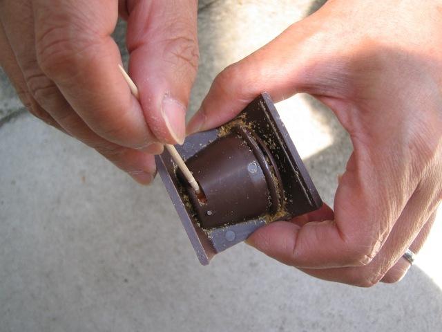 爪楊枝を使ったゼリースプリッターのカップの外し方
